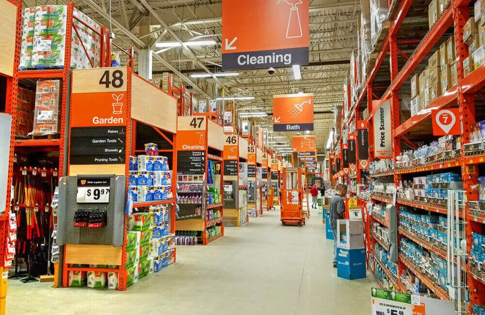 Cleaning Supplies ©QualityHD / Shutterstock.com
