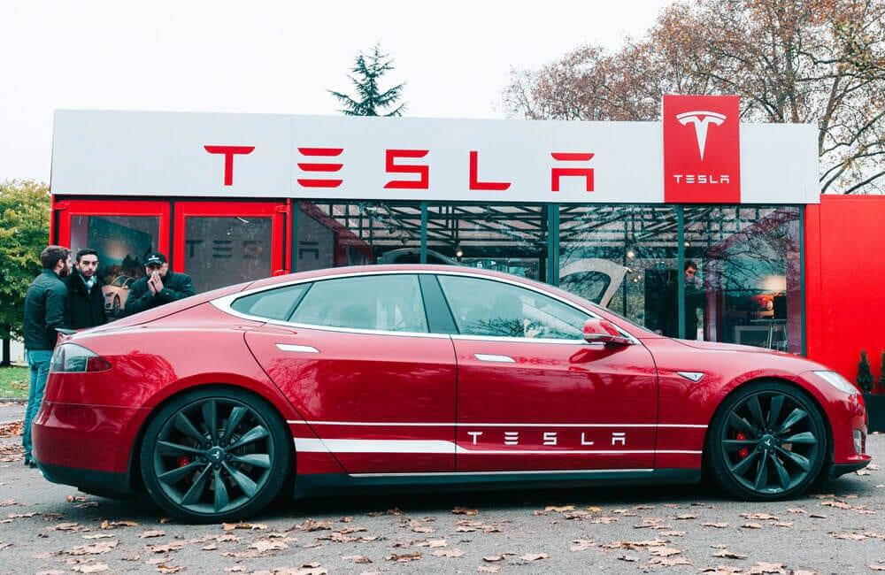 Tesla ©Hadrian / Shutterstoc.com