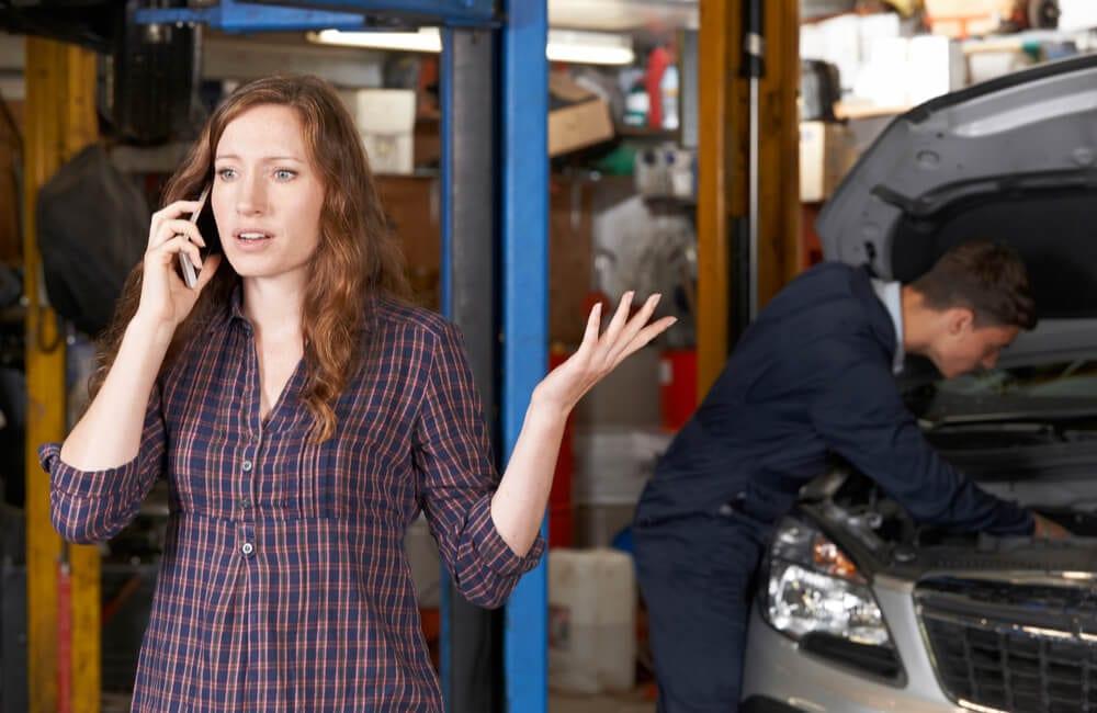 Auto Repair Shop © SpeedKingz / Shutterstock.com