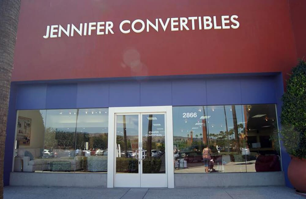 Jennifer Convertibles Inc @Fumnight71 / Twitter.com