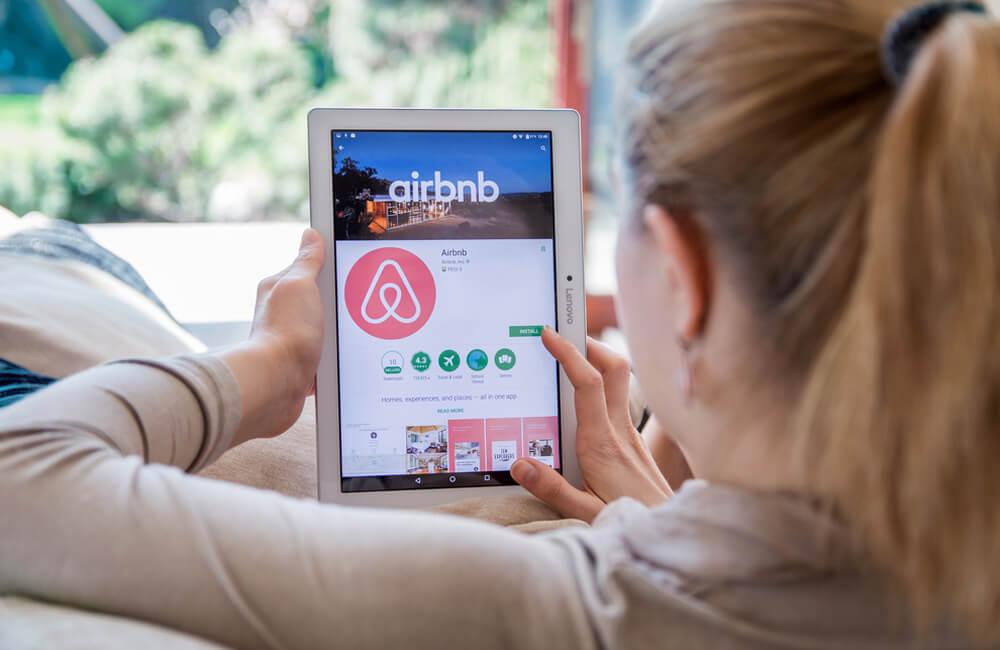 Airbnb ©Daniel Krason / Shutterstock.com