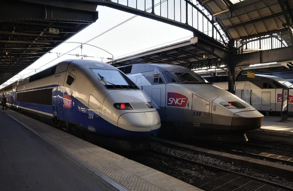 Paris: Two TGV in the Parisian East station @Taxiarchos228 / CC BY/Wikimedia Commons