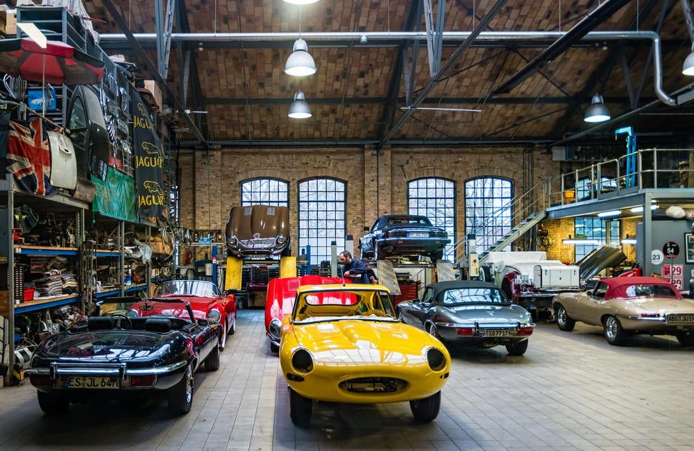 Rare Cars - Classic Remise Berlin @Perekotypole / Shutterstock.com
