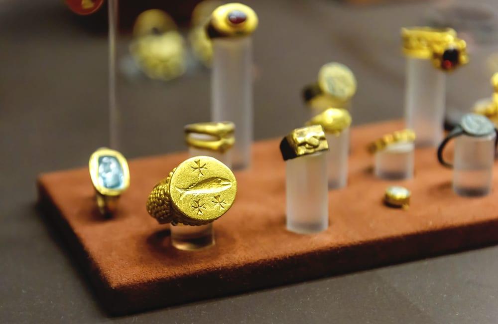 Ancient Gold Jewelry @Viacheslav Lopatin / Shutterstock.com