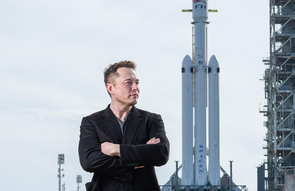 Falcon Heavy @9gag / Pinterest.com