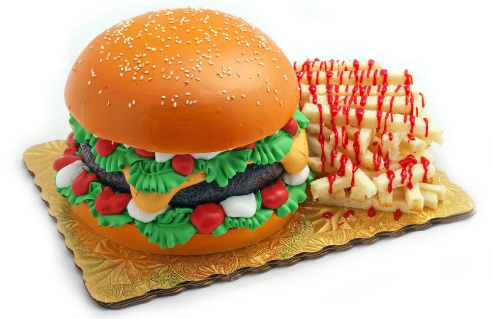 Hamburger and Fries Cake @Park Ave Pics / Shutterstock.com