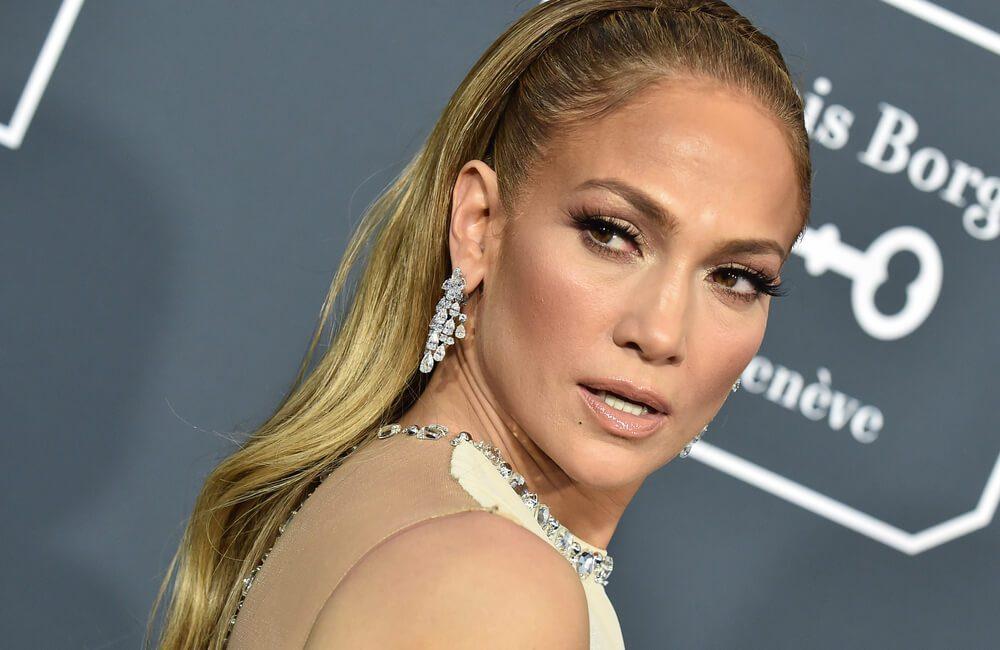Jennifer Lopez @DFree / Shutterstock.com