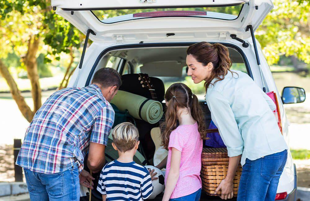 Family Road Trip @ wavebreakmedia / Shutterstock.com