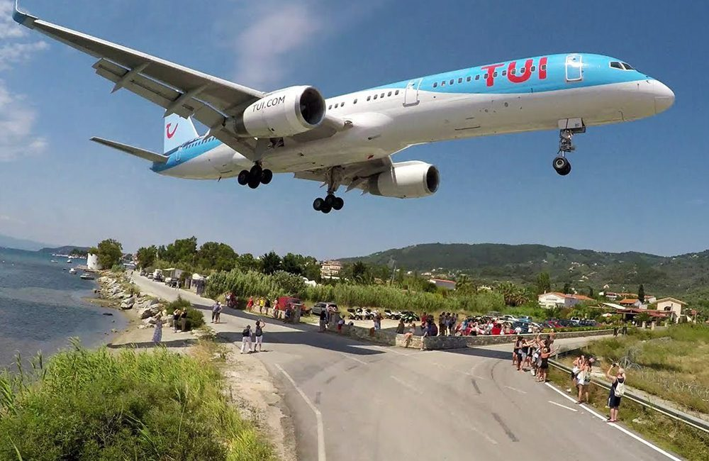 Scíathos International Airport - Greece @geelwors / Pinterest.com
